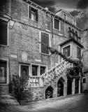 Venetian byggnad i svartvitt Royaltyfri Fotografi