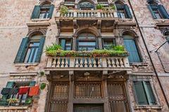 Venetian byggnadsfasad arkivbilder