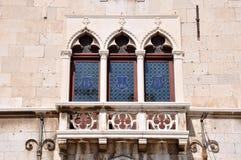 Venetian fönster och balkong Royaltyfria Bilder
