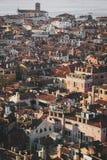 Venetian hus och tak av Venedig på solnedgången arkivbild