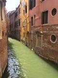 Venetian kanal - Venetian arkitektur Arkivfoton