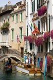 venetian kanalgondol Arkivfoton