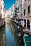 venetian kanalgondol Arkivfoto