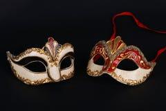 Venetian karnevalmaskeringar på svart bakgrund Royaltyfri Bild