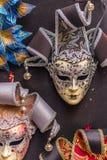 Venetian karnevalmaskeringar som hänger - 3 Arkivfoto