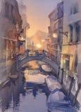 Venetian landskap för nattljusvattenfärg En kanal med gondoler under bron vektor illustrationer