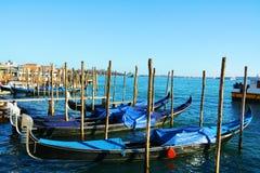Venetian landskap med gondoler Arkivbilder