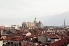 venetian liggande E arkivbilder
