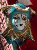 Venetian maskering för karneval i guld och blått Arkivbilder