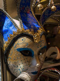 Venetian maskering för karneval i guld och blått Royaltyfria Bilder