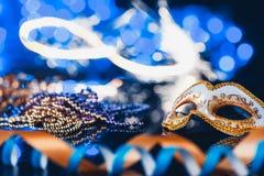 Venetian maskering för traditionell kvinnlig karneval på bokehbakgrund Maskerad Venedig, Mardi Gras, Brasilien begrepp arkivfoton