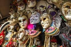 Venetian maskeringar i lagerskärm i Venedig, Italien, 2016 Royaltyfria Foton