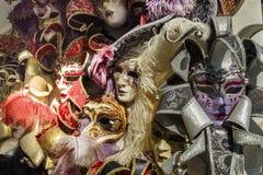 Venetian maskeringar i lagerskärm i Venedig, Italien, 2016 Royaltyfri Foto