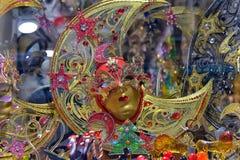 Venetian maskeringar som är till salu i souvenir, shoppar Royaltyfri Bild