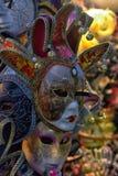 Venetian maskeringar som är till salu i souvenir, shoppar Royaltyfria Foton