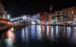 The venetian Rialto bridge by night Royalty Free Stock Photos