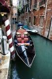 Venetian utsmyckad gondol arkivbild