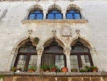 VENETIAN WINDOWS, POREC, KROATIEN Royaltyfri Foto