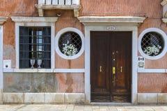 Venetianische alte Hausfassade Stockfoto