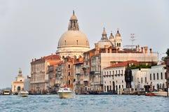 Venetianische Architektur auf dem großartigen Kanal lizenzfreie stockfotografie