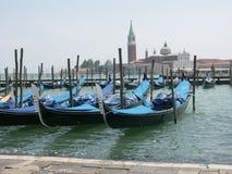Venetianische Gondeln auf Lagune Lizenzfreie Stockfotos