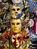 Venetianische Maske im Verkauf in Venedig Stockbild
