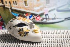 Venetianische Maske in Venedig stockbild