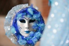 Venetianische Maskenabflussrinne des Karnevals 2016 der Spiegel Lizenzfreies Stockfoto