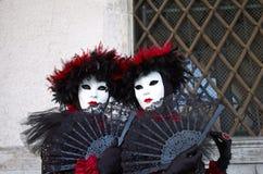Venetianisches Kostüm nimmt an Karneval von Venedig teil. Stockbild