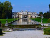 Venetianisches Landhaus, das im Wasser sich reflektiert Lizenzfreies Stockbild