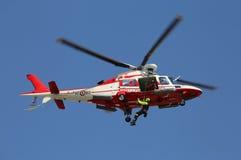 Veneto, Italia - 26 maggio 2016: pompieri nel dur dell'elicottero Fotografie Stock