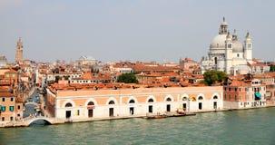 Veneza do mar com igreja imagens de stock royalty free