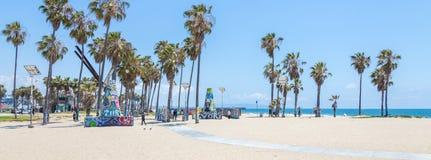 VENEZA, ESTADOS UNIDOS - 21 DE MAIO DE 2015: Oceano Front Walk em Venice Beach, Calif?rnia Venice Beach ? um da maioria de popula fotografia de stock