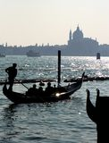 Veneza - Gondolier - silhueta fotos de stock
