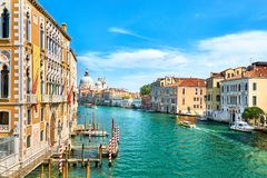 Veneza - Grand Canal e basílica Santa Maria della Salute Fotos de Stock Royalty Free