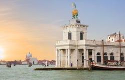Veneza, Itália, centro de Dogana do della de Punta para a arte contemporânea fotos de stock