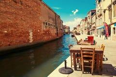 Veneza, Itália - 14 de agosto de 2017: Os cafés acolhedores de Veneza foto de stock