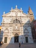 VENEZA, ITÁLIA - 14 DE MARÇO DE 2014: O portal da igreja de Chiesa di San Moise fotografia de stock royalty free