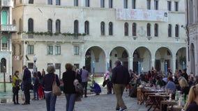 VENEZA, ITÁLIA - EM OUTUBRO DE 2017: Café acolhedor em Veneza, Itália Veneza é uma cidade em Itália do nordeste e na capital do filme