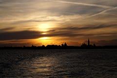 Veneza, Itália, por do sol em Veneza, longe de Veneza imagem de stock