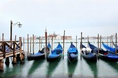 Veneza, Itália - vista das gôndola e da lagoa em Venezia fotografia de stock royalty free