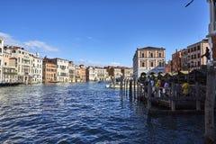 Veneza, Italia 12 de setembro de 2017: Ideia grandioso do canal do mercado de peixes em Veneza Imagem de Stock