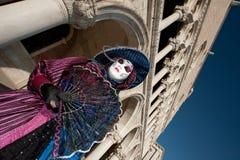 VENEZA, ITALY - FEVEREIRO 16: máscara venetian Fotografia de Stock Royalty Free