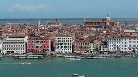 Veneza, Italy Paisagem aérea de surpresa do zangão do quadrado de San Marco, do degli Schiavoni de Riva e da bacia da água filme