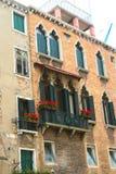 Veneza, palácio com janelas mouros imagem de stock royalty free