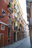 Veneza - rua estreita pitoresca foto de stock