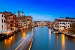Venezia,大运河在晚上 威尼斯,威尼托,意大利 免版税图库摄影