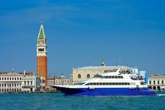 Venezia, catamarano di escursione Fotografia Stock Libera da Diritti