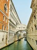 Venezia dans une saison de touristes. Photos libres de droits