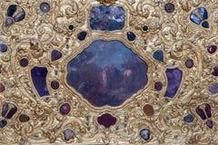 Venezia - dettaglio dalla decorazione dorata dell'altare laterale in chiesa Santa Maria della Salute Immagini Stock Libere da Diritti